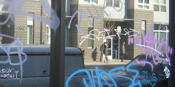 anti-graffiti-window-film-before-removal